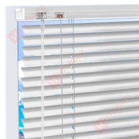 Горизонтальные алюминиевые жалюзи на пластиковые окна - цвет папирусно-белый