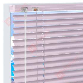 Горизонтальные алюминиевые жалюзи на пластиковые окна - цвет насыщенный бледно-розовый