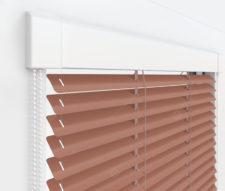 Жалюзи Изотра 25 мм на пластиковые окна - цвет бежево-красный