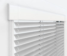 Жалюзи Изотра 16 мм на пластиковые окна - цвет серебристый металлик